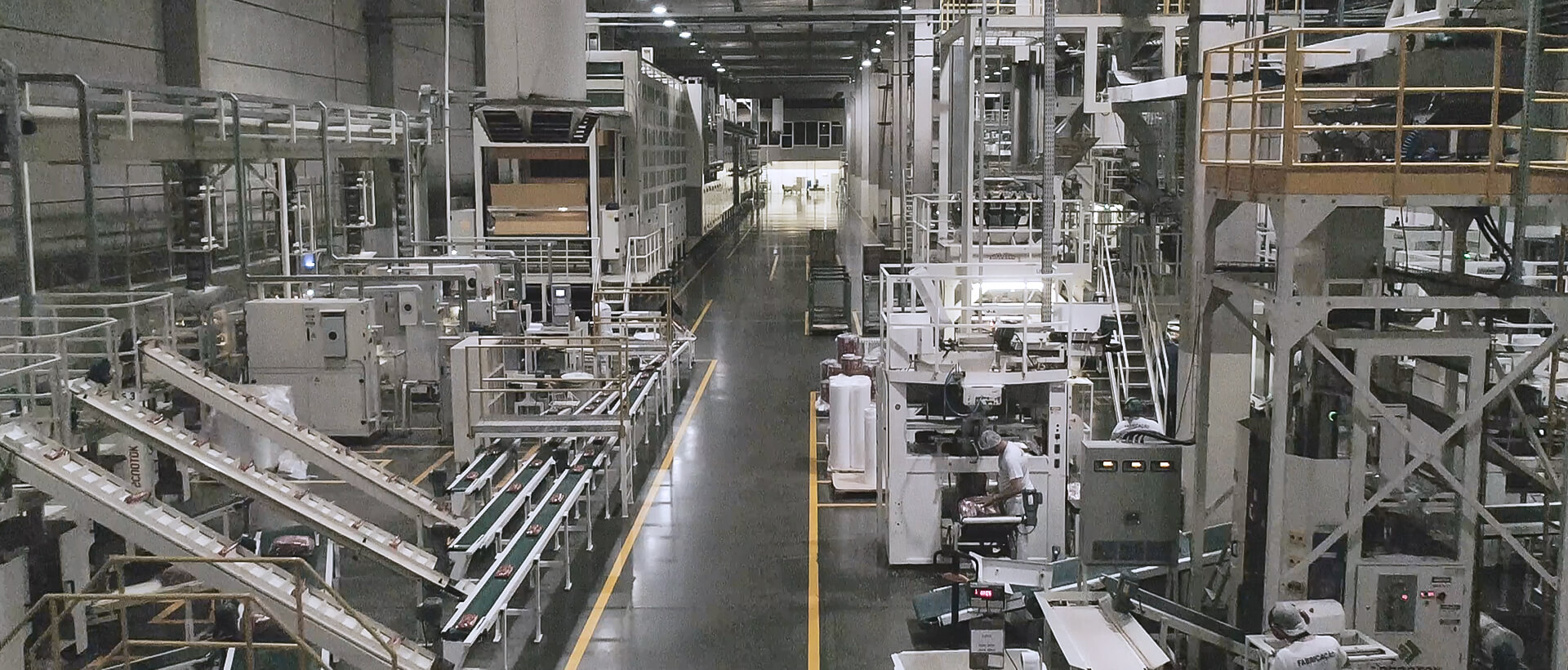 Ilustração Selmi has two modern manufacturing plants with state-of-the-art structures to offer the most innovative products for the Brazilian family. The plants are located in the cities of Sumaré (SP) and Rolândia (PR), with fully automated machines and equipment, from the selection of raw materials to the packaging process.
