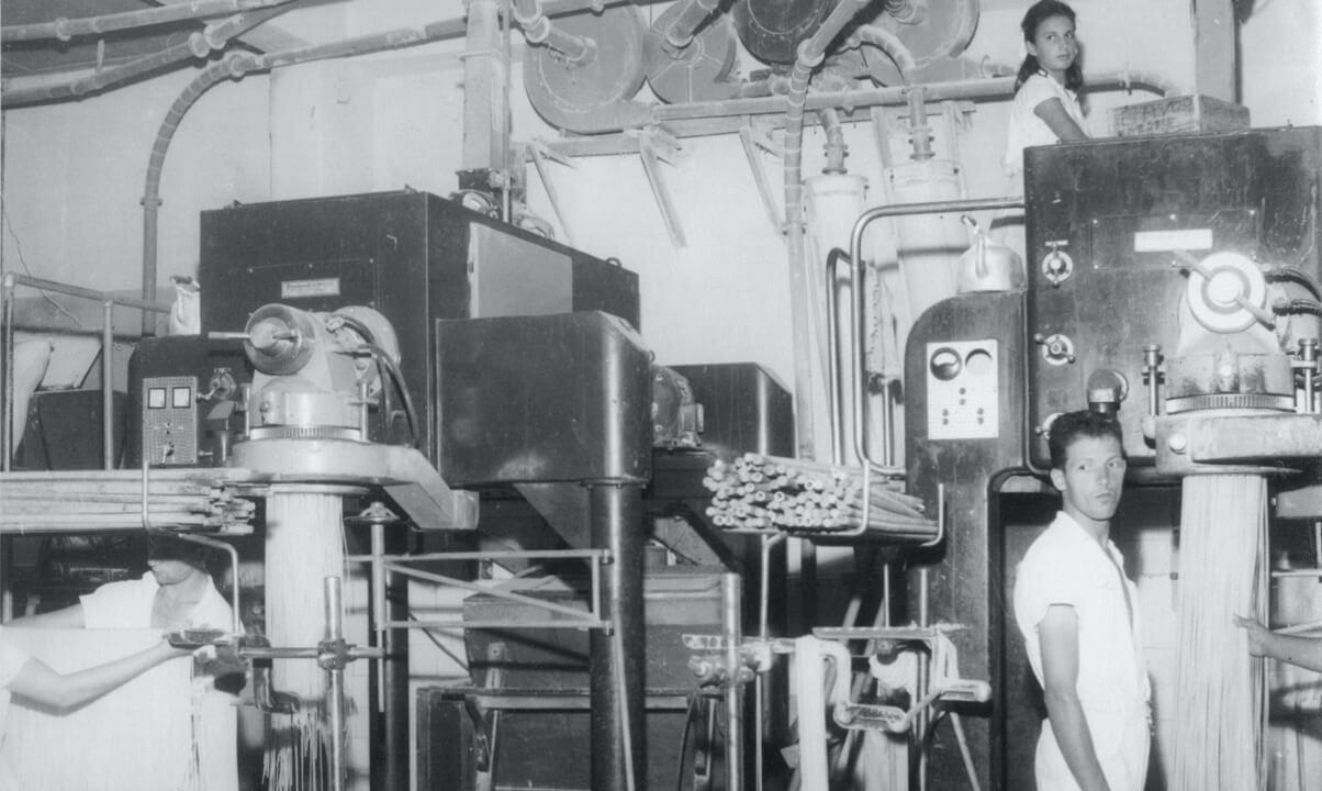 Fotografia Selmi factory consolidates in Brazil in 1921
