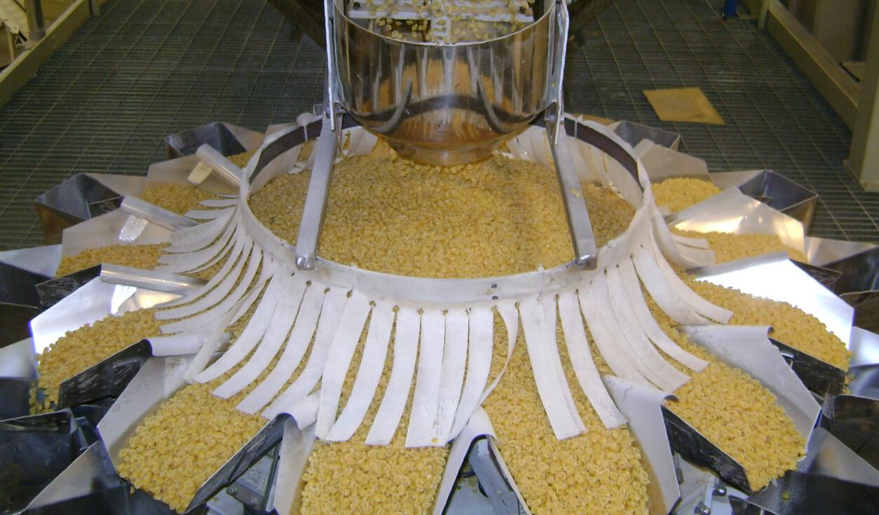 Fotografia Pasta separation at the Selmi factory